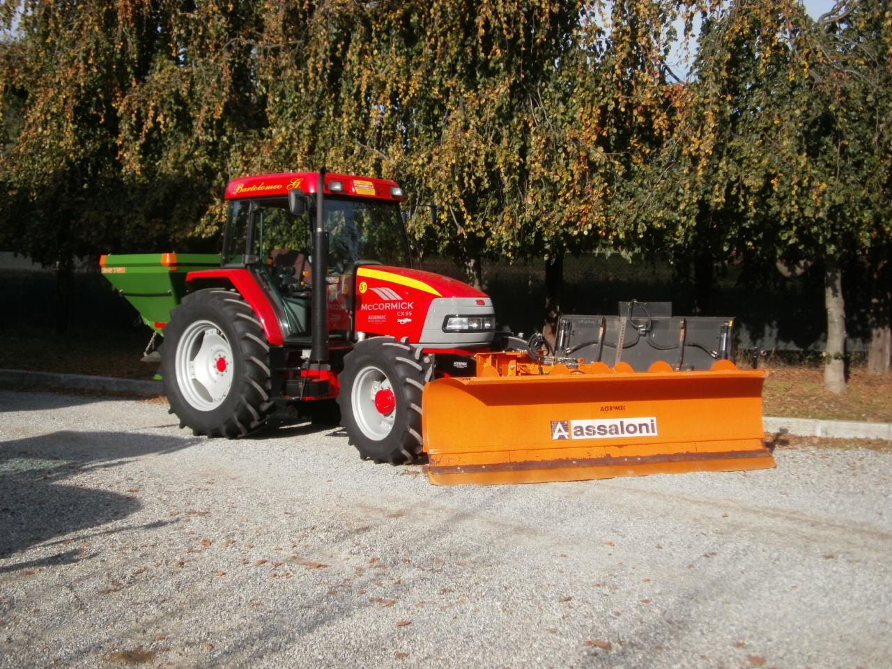 Usato mondino trattori for Attrezzi agricoli usati piemonte
